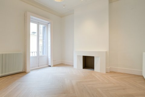 Apartment for sale in Madrid, Spain, 3 bedrooms, 185.00m2, No. 2098 – photo 2