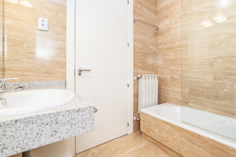 Apartment for rent in Madrid, Spain, 4 bedrooms, 190.00m2, No. 1474 – photo 17
