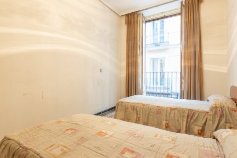 Apartment for sale in Madrid, Spain, 9 bedrooms, 215.00m2, No. 2500 – photo 15
