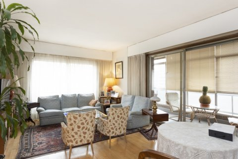 Apartment for sale in Madrid, Spain, 5 bedrooms, 322.00m2, No. 2584 – photo 1