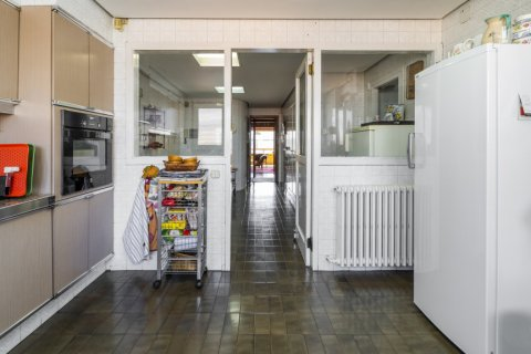 Apartment for sale in Madrid, Spain, 6 bedrooms, 414.00m2, No. 2470 – photo 24