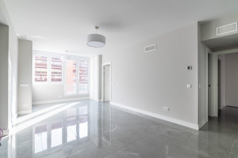Apartment for sale in Madrid, Spain, 3 bedrooms, 93.00m2, No. 2039 – photo 1