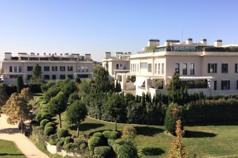 Duplex for sale in Madrid, Spain, 4 bedrooms, 192.00m2, No. 2355 – photo 1