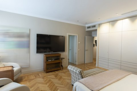 Apartment for sale in Madrid, Spain, 6 bedrooms, 512.00m2, No. 1995 – photo 11