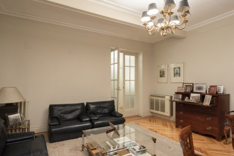 Apartment for sale in Madrid, Spain, 5 bedrooms, 377.00m2, No. 2003 – photo 17