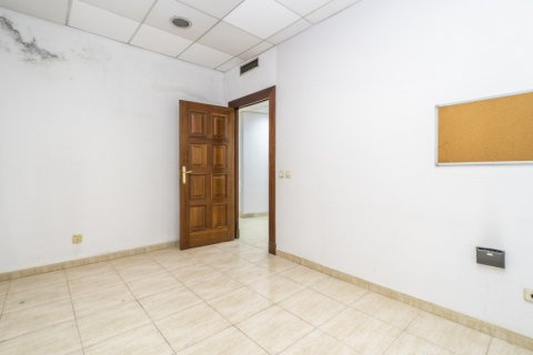 Apartment for sale in Madrid, Spain, 7 bedrooms, 223.00m2, No. 2714 – photo 28