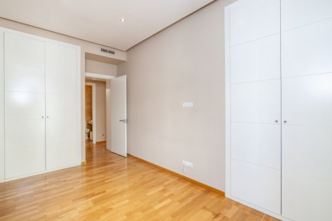 Apartment for rent in Madrid, Spain, 4 bedrooms, 190.00m2, No. 1474 – photo 21