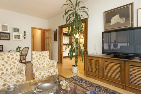 Apartment for sale in Madrid, Spain, 5 bedrooms, 322.00m2, No. 2584 – photo 4