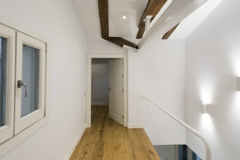 Duplex for sale in Madrid, Spain, 2 bedrooms, 125.00m2, No. 1549 – photo 16