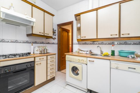 Apartment for sale in Madrid, Spain, 5 bedrooms, 133.00m2, No. 2686 – photo 24