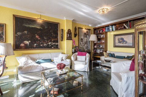 Apartment for sale in Malaga, Spain, 6 bedrooms, 210.00m2, No. 2340 – photo 2