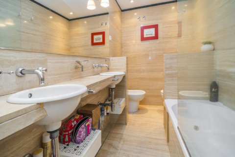 Apartment for sale in Madrid, Spain, 3 bedrooms, 122.00m2, No. 2678 – photo 21