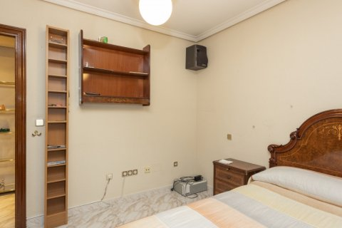Apartment for sale in Madrid, Spain, 5 bedrooms, 114.00m2, No. 2670 – photo 13