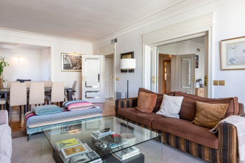 Apartment for sale in Madrid, Spain, 4 bedrooms, 298.00m2, No. 1992 – photo 2