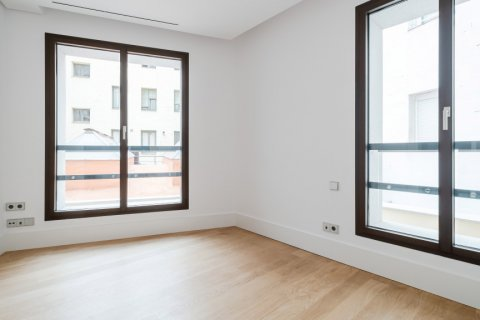 Apartment for sale in Madrid, Spain, 2 bedrooms, 157.00m2, No. 2070 – photo 10