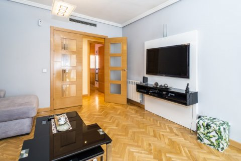 Apartment for sale in Madrid, Spain, 4 bedrooms, 122.51m2, No. 2192 – photo 5