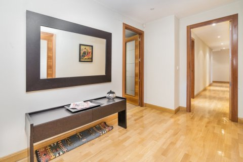 Apartment for sale in Madrid, Spain, 4 bedrooms, 218.00m2, No. 2576 – photo 2
