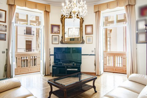 Apartment for sale in Malaga, Spain, 4 bedrooms, 247.00m2, No. 2396 – photo 1