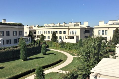 Duplex for sale in Madrid, Spain, 4 bedrooms, 192.00m2, No. 2355 – photo 2