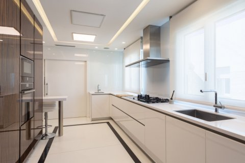 Penthouse for rent in Madrid, Spain, 4 bedrooms, 270.00m2, No. 1492 – photo 9