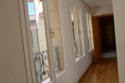 Penthouse for rent in Madrid, Spain, 2 bedrooms, 100.00m2, No. 1467 – photo 4