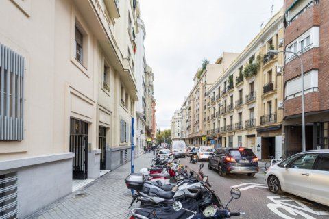 Apartment for sale in Madrid, Spain, 3 bedrooms, 166.00m2, No. 2286 – photo 3