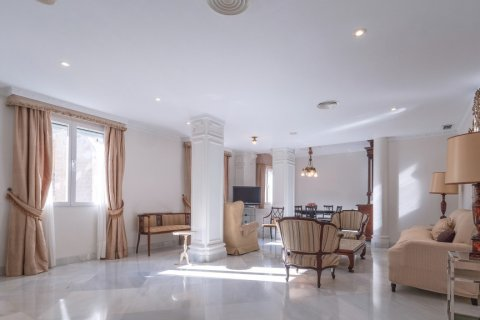 Apartment for sale in Malaga, Spain, 3 bedrooms, 229.00m2, No. 2351 – photo 2