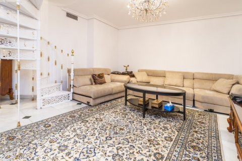 Duplex for sale in Madrid, Spain, 3 bedrooms, 152.00m2, No. 2445 – photo 1