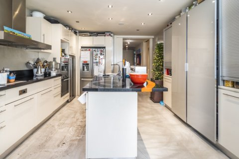 Apartment for sale in Madrid, Spain, 4 bedrooms, 200.00m2, No. 2162 – photo 21