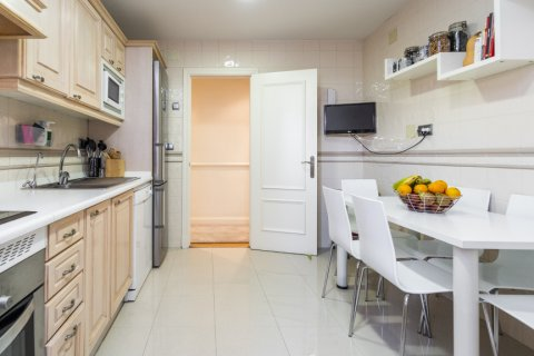 Apartment for sale in Madrid, Spain, 4 bedrooms, 213.00m2, No. 2415 – photo 1