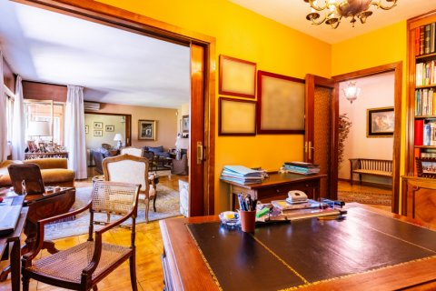 Apartment for sale in Madrid, Spain, 6 bedrooms, 355.00m2, No. 2376 – photo 9