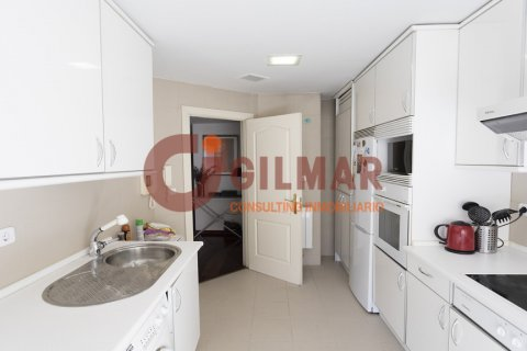 Apartment for rent in Madrid, Spain, 3 bedrooms, 127.00m2, No. 1688 – photo 6