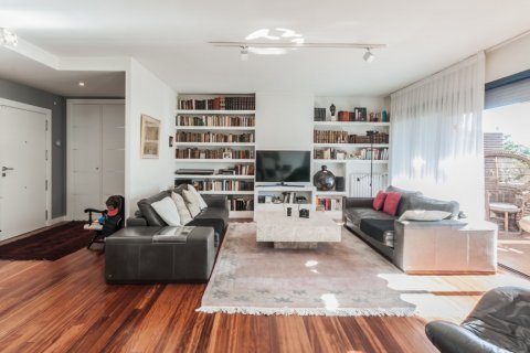 Apartment for rent in Madrid, Spain, 4 bedrooms, 254.00m2, No. 2562 – photo 3