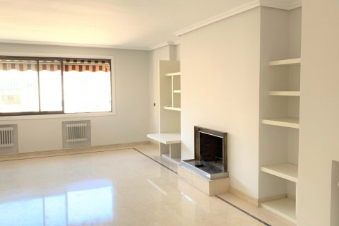 Apartment for rent in Madrid, Spain, 4 bedrooms, 180.00m2, No. 1843 – photo 3
