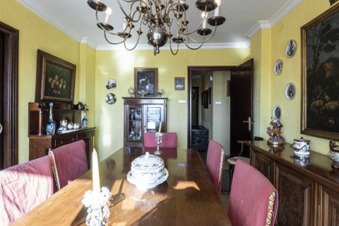 Apartment for sale in Malaga, Spain, 6 bedrooms, 210.00m2, No. 2340 – photo 4