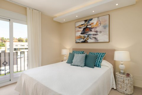 Penthouse for sale in Estepona, Malaga, Spain, 3 bedrooms, 125.00m2, No. 2225 – photo 8
