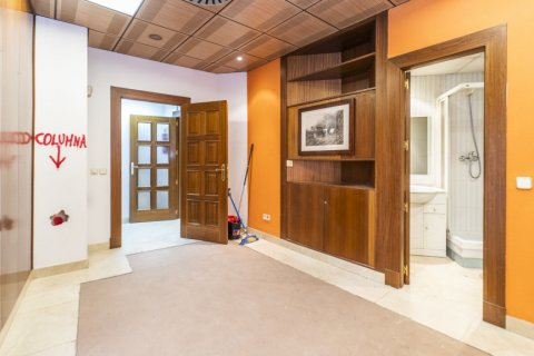 Apartment for sale in Madrid, Spain, 7 bedrooms, 223.00m2, No. 2714 – photo 16