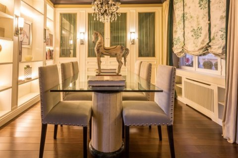 Apartment for rent in Madrid, Spain, 3 bedrooms, 207.00m2, No. 1556 – photo 1