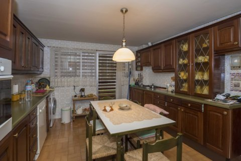 Apartment for sale in Madrid, Spain, 6 bedrooms, 216.00m2, No. 2002 – photo 1
