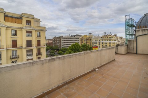 Penthouse for sale in Madrid, Spain, 2 bedrooms, 175.00m2, No. 2040 – photo 1