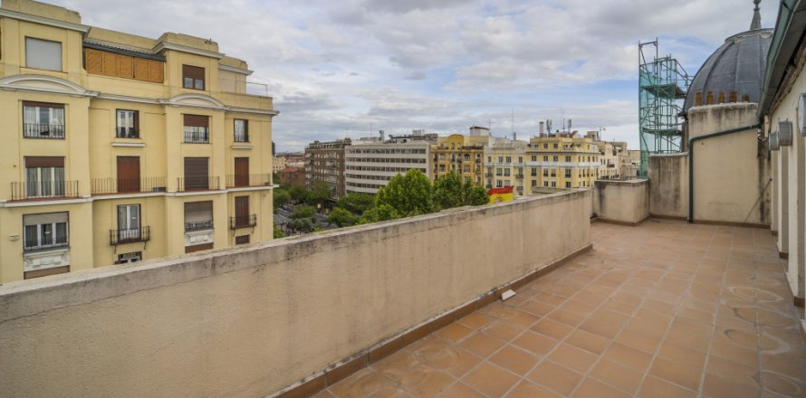 Penthouse in Madrid, Spain 2 bedrooms, 175.00 sq.m. No. 2040