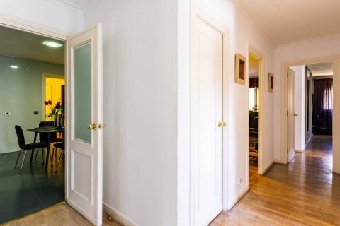 Apartment for sale in Madrid, Spain, 4 bedrooms, 202.00m2, No. 2710 – photo 23