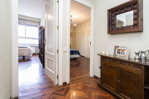 Apartment for sale in Madrid, Spain, 4 bedrooms, 189.00m2, No. 2370 – photo 12