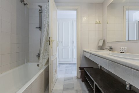 Penthouse for sale in Marbella, Malaga, Spain, 2 bedrooms, 143.88m2, No. 2290 – photo 6
