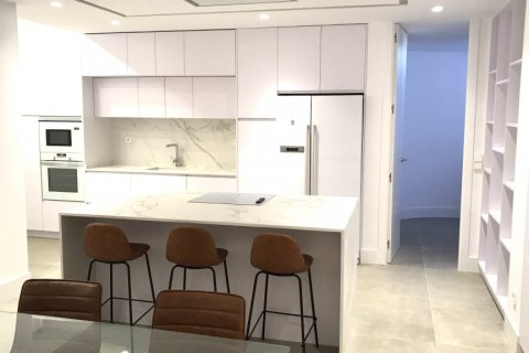Apartment for rent in Madrid, Spain, 4 bedrooms, 348.00m2, No. 2010 – photo 28