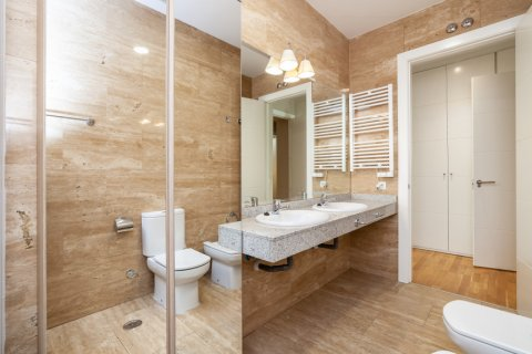 Apartment for rent in Madrid, Spain, 4 bedrooms, 190.00m2, No. 1474 – photo 24