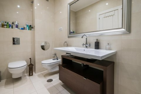 Apartment for sale in Madrid, Spain, 5 bedrooms, 236.00m2, No. 1569 – photo 22