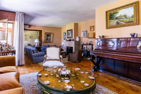 Apartment for sale in Madrid, Spain, 6 bedrooms, 355.00m2, No. 2376 – photo 1