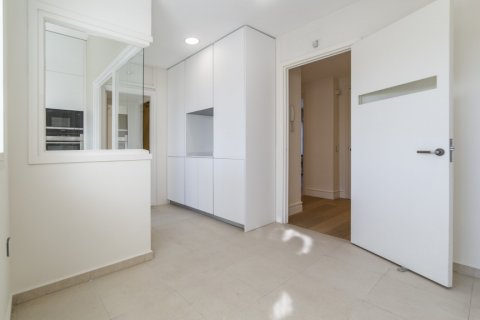 Apartment for sale in Madrid, Spain, 4 bedrooms, 251.00m2, No. 2527 – photo 28