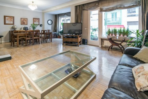 Apartment for sale in Madrid, Spain, 5 bedrooms, 236.00m2, No. 1569 – photo 2
